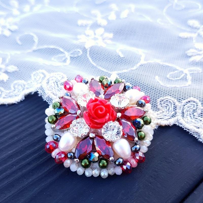 Брошь с натуральным жемчугом и кристаллами Разноцветный натуральные белый жемчуг Гармаш Елена - фото 1