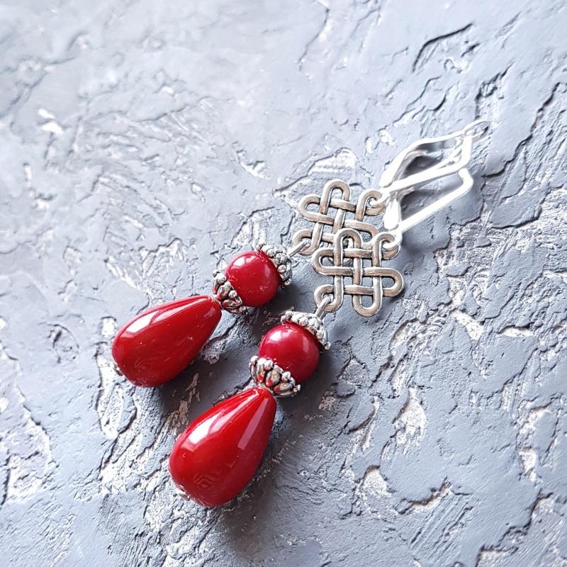 Серьги с кораллами и серебряными застежками капли с орнаментом Красный Натуральные кораллы, иску Гармаш Елена - фото 5