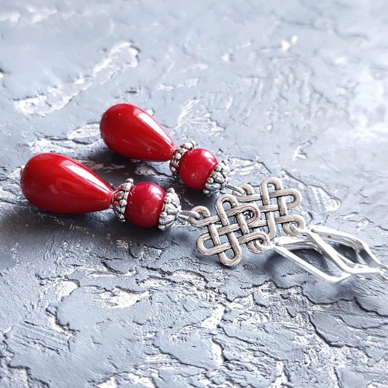 Серьги с кораллами и серебряными застежками капли с орнаментом Красный Натуральные кораллы, иску Гармаш Елена - фото 1