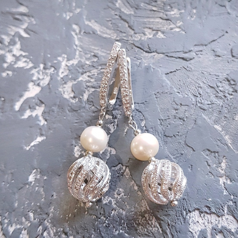 Стильные серьги с натуральным жемчугом и вставками с кристаллами циркона Белый натуральный жемчуг высоко Гармаш Елена - фото 5