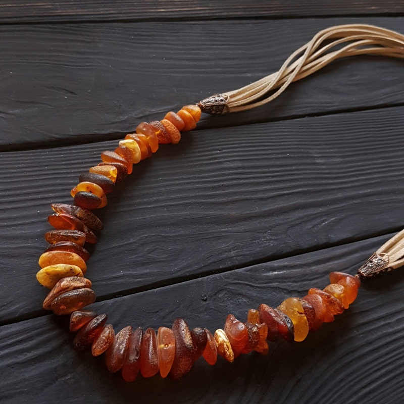 Ожерелье с большим нешлифованным натуральным янтарем Красный натуральный янтарь, метал Гармаш Елена - фото 1