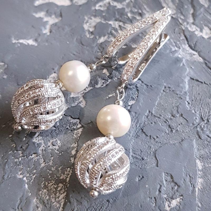 Стильные серьги с натуральным жемчугом и вставками с кристаллами циркона Белый натуральный жемчуг высоко Гармаш Елена - фото 6