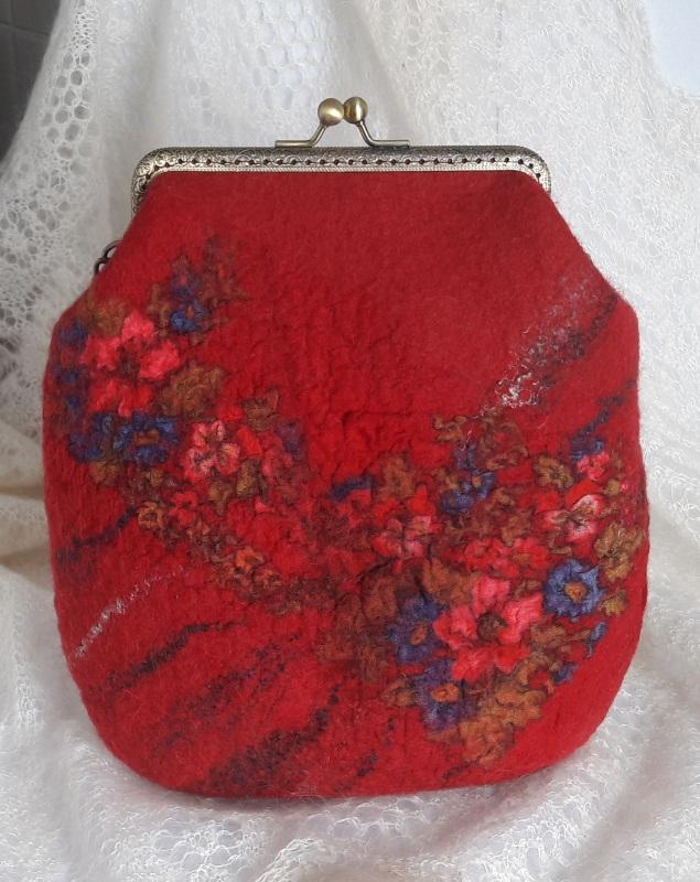 Сумка красная войлочная на цепочке Красный шерсть, платок, фермуар и Гуменюк Елена - фото 2
