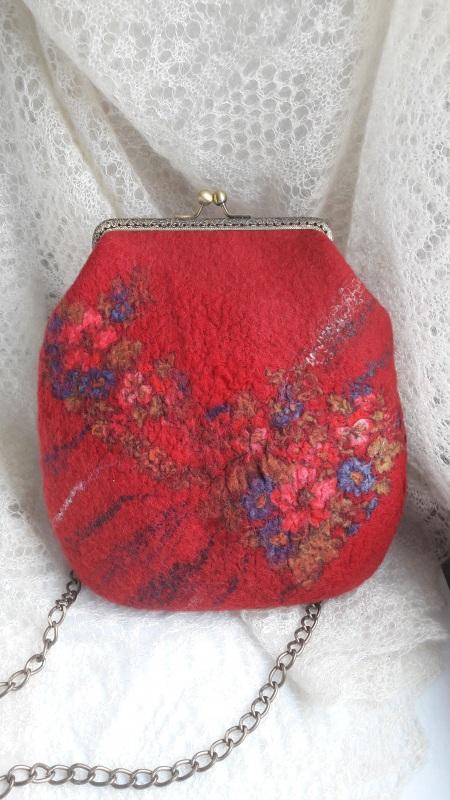 Сумка красная войлочная на цепочке Красный шерсть, платок, фермуар и Гуменюк Елена - фото 1