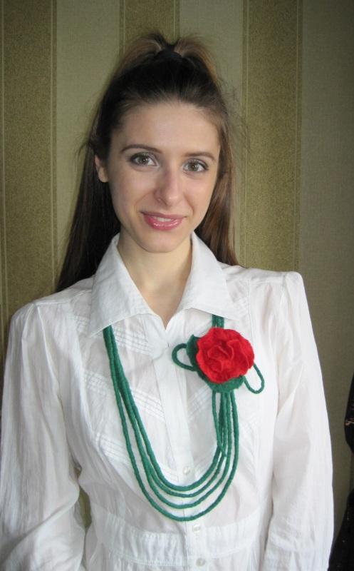 """Ожерелье """"Дикая роза"""" Зеленый шерсть Гуменюк Елена - фото 1"""