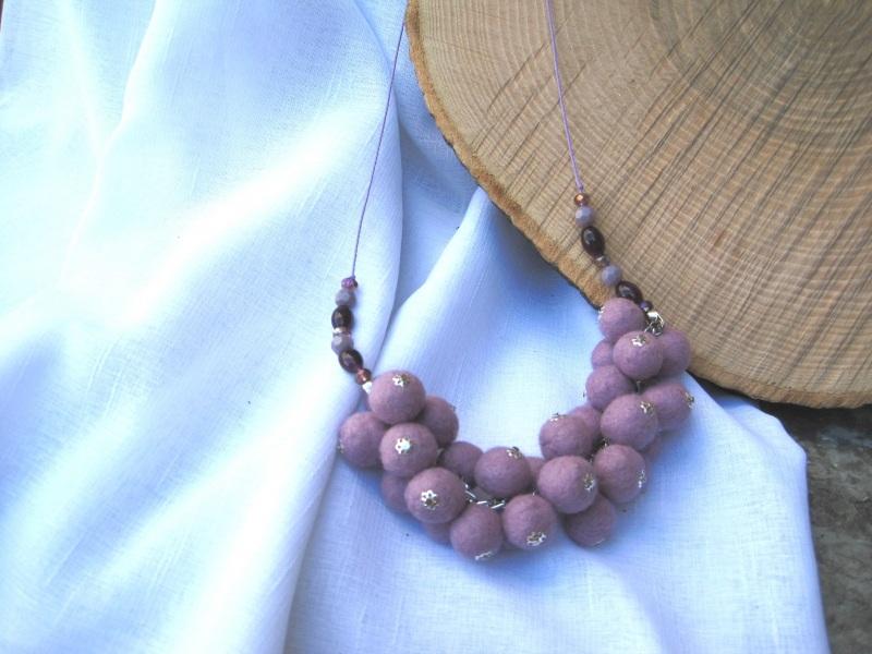 """Ожерелье войлочное """"Сиреневое гроздь"""" Фиолетовый Шерсть, стеклянные бусины Гуменюк Елена - фото 2"""
