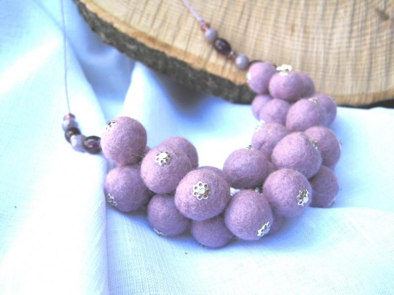 """Ожерелье войлочное """"Сиреневое гроздь"""" Фиолетовый Шерсть, стеклянные бусины Гуменюк Елена - фото 1"""
