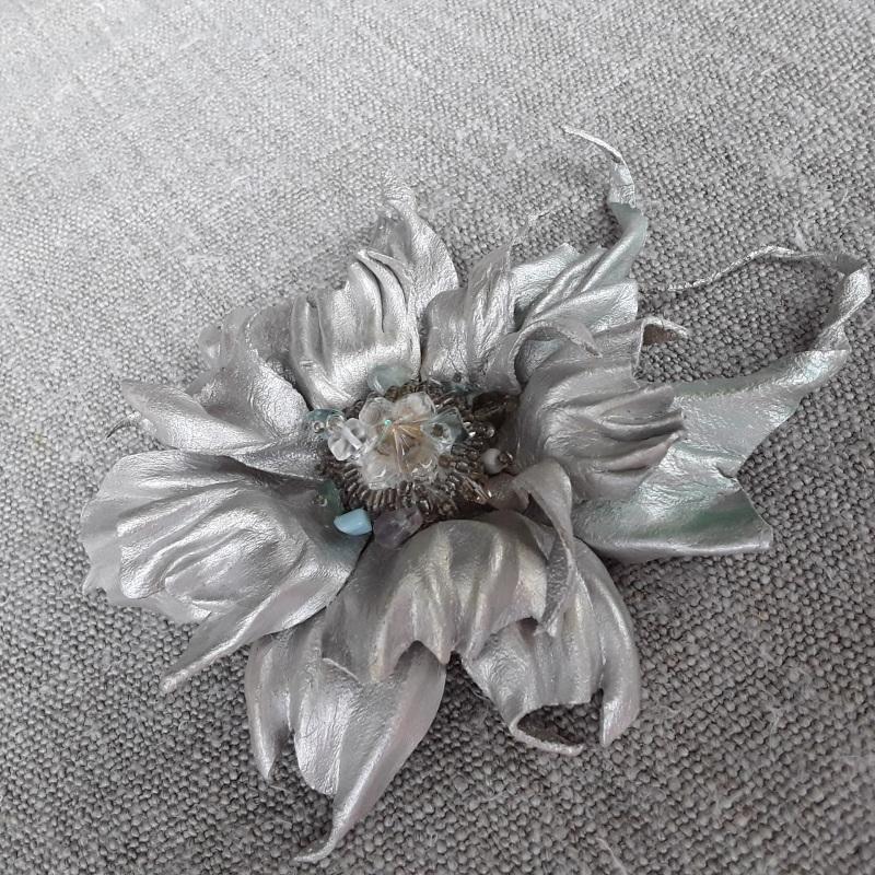 Брошь Серебряная цветок Серый Брошь-заколка из натураль Гушинец Галина - фото 1