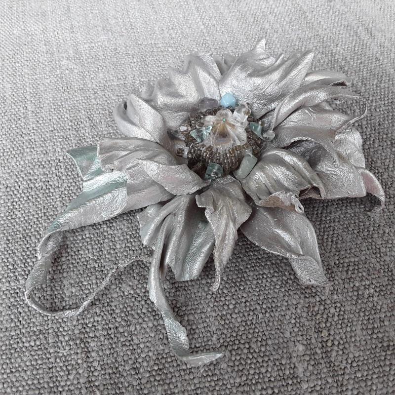 Брошь Серебряная цветок Серый Брошь-заколка из натураль Гушинец Галина - фото 4