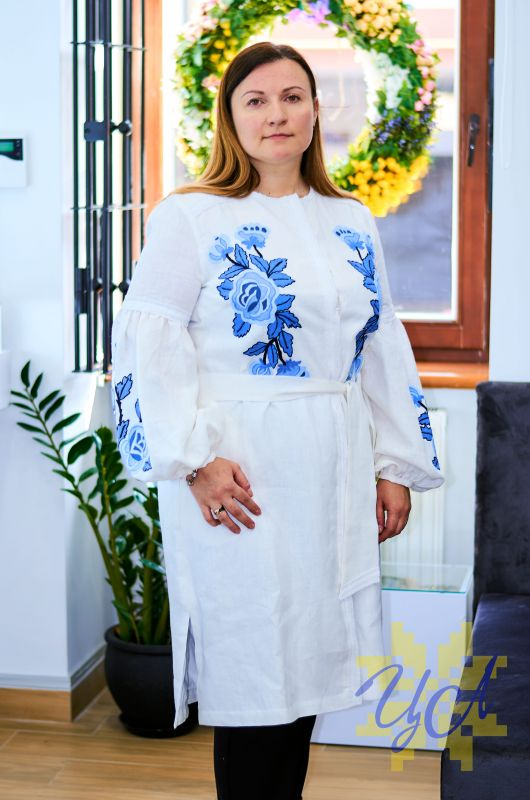 Платье белого цвета с  вышивкой яркие синие цветы Белый Натуральный льон, кружево Колода Людмила - фото 2