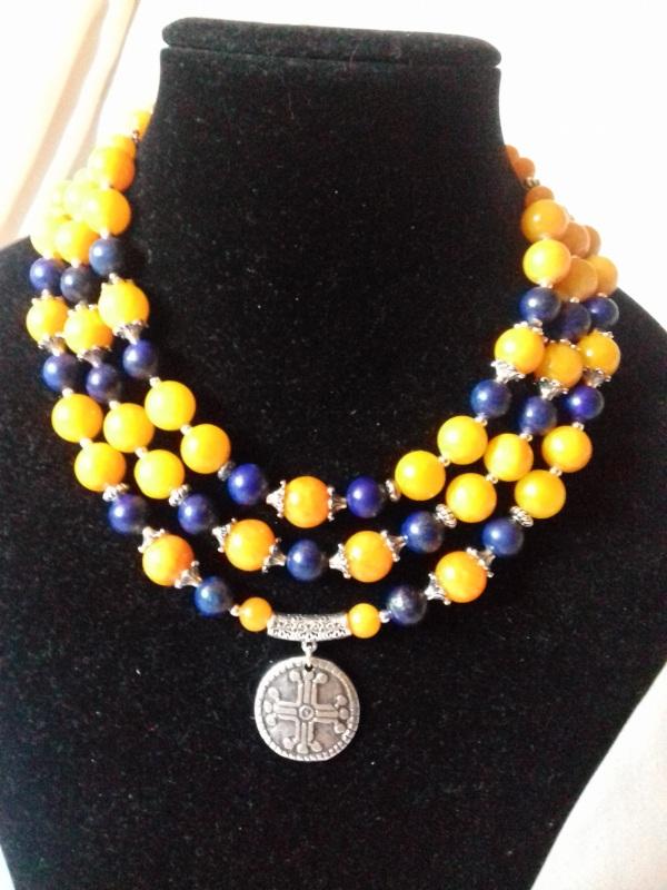 Патриотическое ожерелье на 3 ряда с кулоном Разноцветный синий лазурит, желтая янт Колода Людмила - фото 4