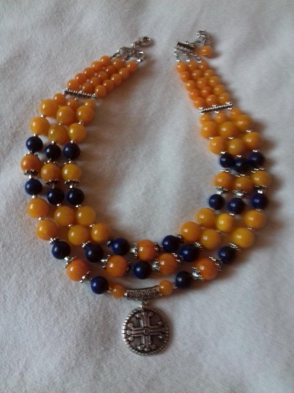 Патриотическое ожерелье на 3 ряда с кулоном Разноцветный синий лазурит, желтая янт Колода Людмила - фото 3
