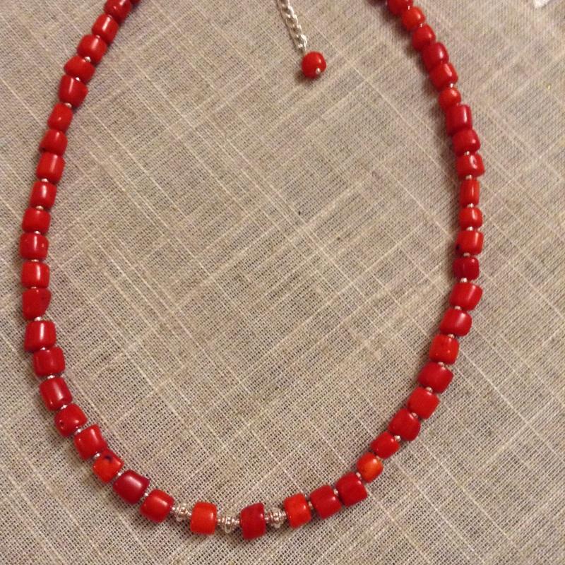 Ожерелье из красного натурального коралла и серебряной фурнитурой Красный коралл красный, серебро 9 Колода Людмила - фото 1