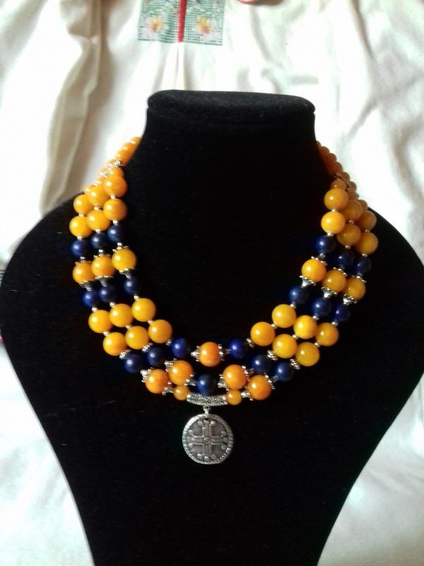 Патриотическое ожерелье на 3 ряда с кулоном Разноцветный синий лазурит, желтая янт Колода Людмила - фото 1