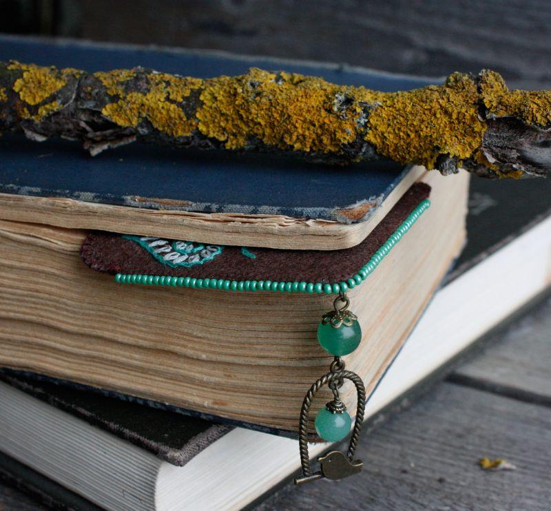 Необычная закладка для книг с нефритом Именной подарок для девушки на 8 марта Подарок для мамы  ручная вышивка, бусины не Коцкулич Татьяна - фото 4