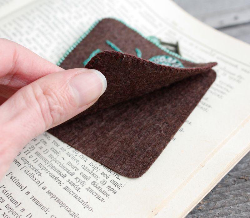 Необычная закладка для книг с нефритом Именной подарок для девушки на 8 марта Подарок для мамы  ручная вышивка, бусины не Коцкулич Татьяна - фото 3