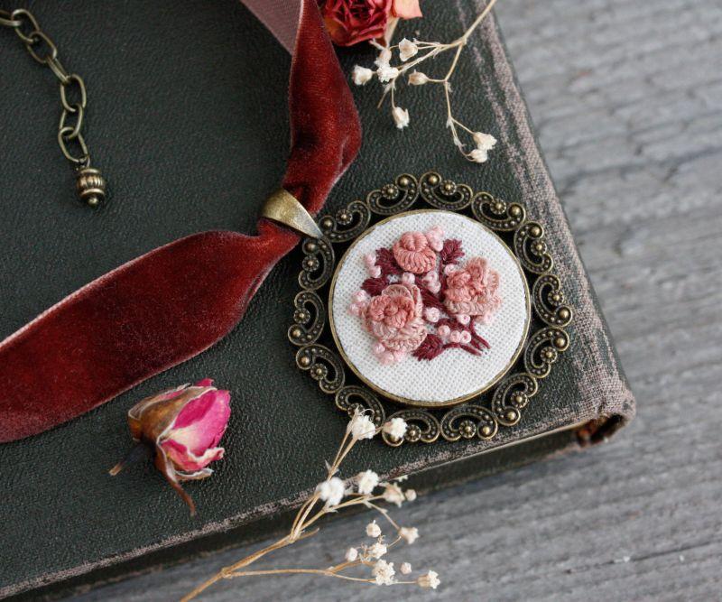 Нарядное колье на выпускной Розовый чокер на широкой ленте с кулоном Подарок на 8 марта Розовый бархатная лента, фурнитур Коцкулич Татьяна - фото 5