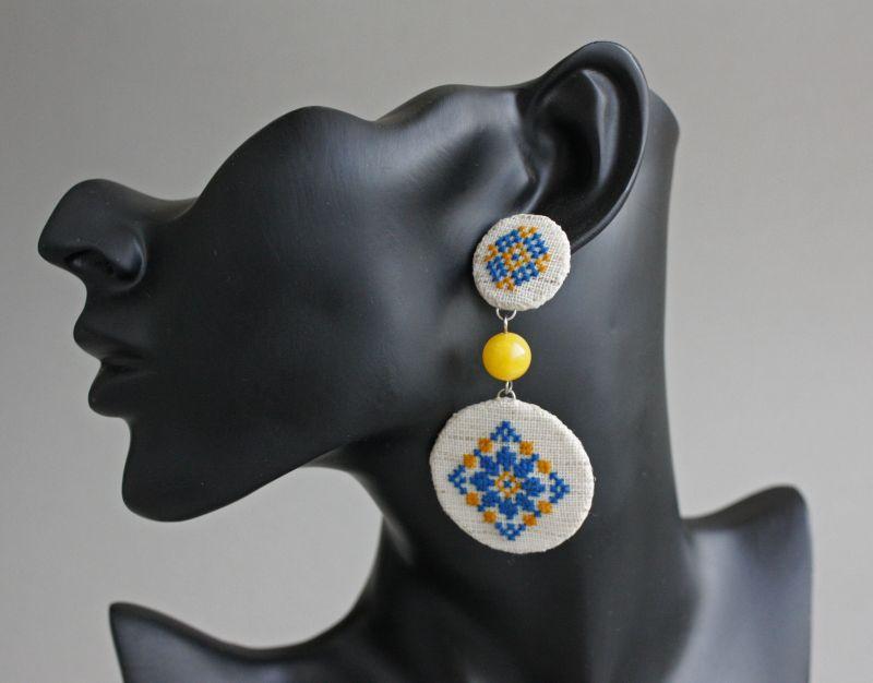 Большой кулон на цепочке сине желтый Украинские украшения под вышиванку Белый Ручная вышивка, бусины ко Коцкулич Татьяна - фото 2