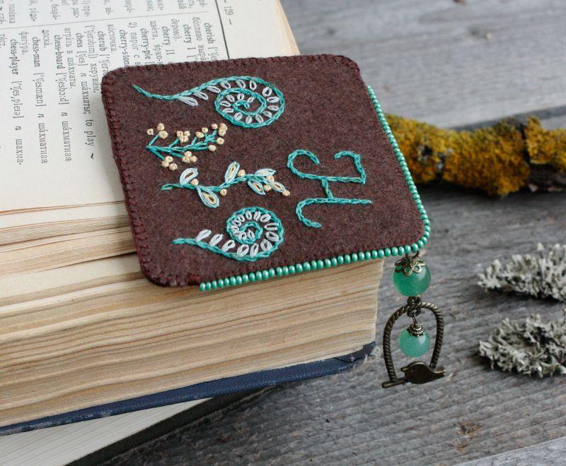 Необычная закладка для книг с нефритом Именной подарок для девушки на 8 марта Подарок для мамы  ручная вышивка, бусины не Коцкулич Татьяна - фото 2