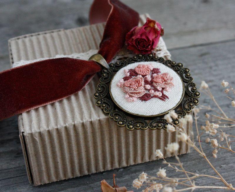 Нарядное колье на выпускной Розовый чокер на широкой ленте с кулоном Подарок на 8 марта Розовый бархатная лента, фурнитур Коцкулич Татьяна - фото 2