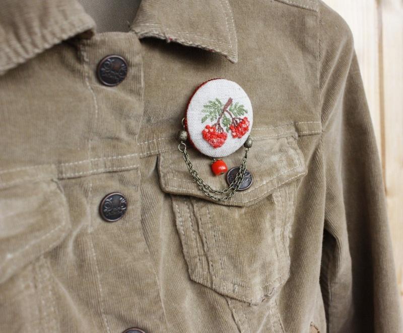 Осенняя брошь бохо с рябиной Лен, ручная вышивка, коралл  мулине хлопок, основа для Коцкулич Татьяна - фото 3