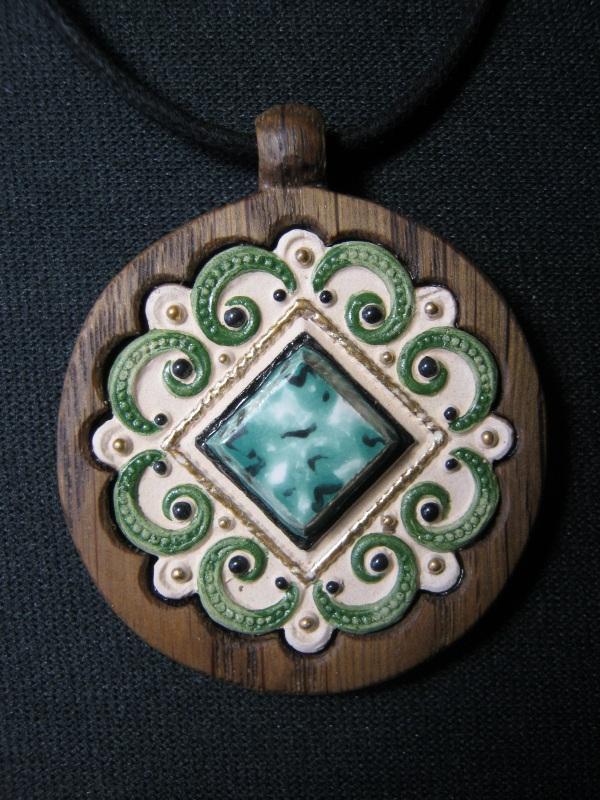 Кулон с орнаментом Разноцветный керамика, эмаль, дерево Коваленко Сергей - фото 1