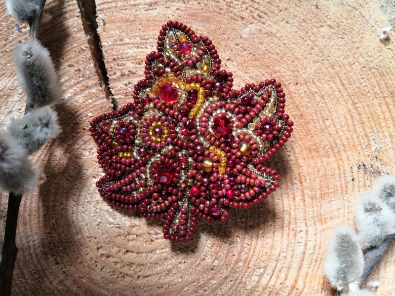 Кленовый лист Красный бисер, стразы, кристаллы, Кушнаренко Инна - фото 1
