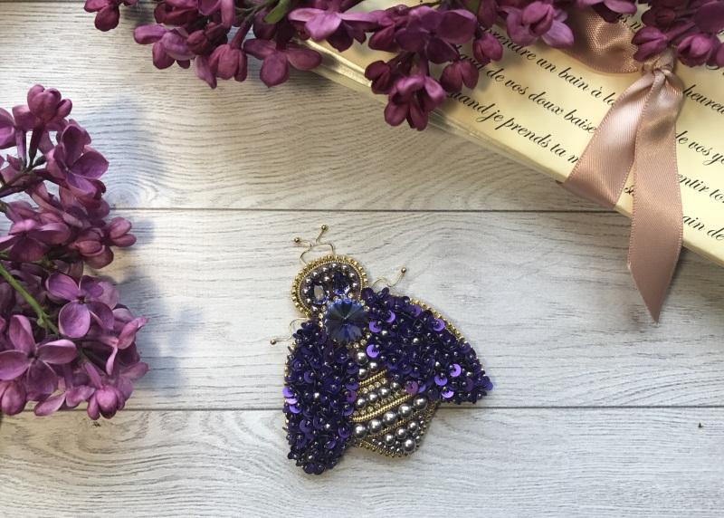 Цикада  Фиолетовый Стразы Сваровски, жемчуг Маковецкая Ольга - фото 1