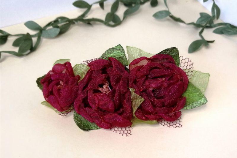 Заколка с красными цветами Красный органза Мартынюк Татьяна - фото 1