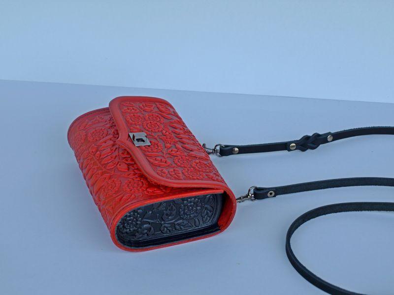 Кожаная сумка клатч Колокольчики красного цвета с теснением Красный кожа Менчак Ирина - фото 3