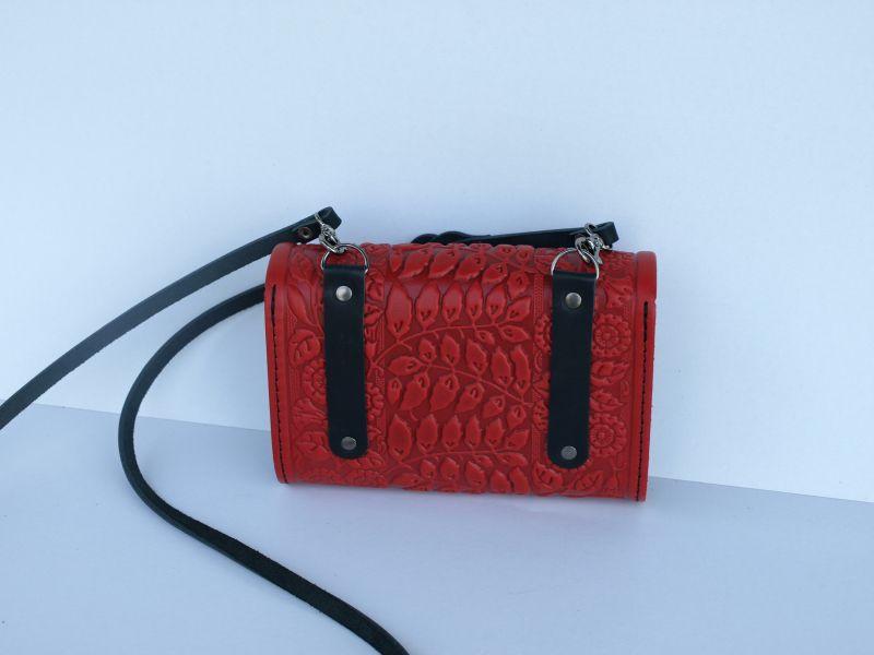 Кожаная сумка клатч Колокольчики красного цвета с теснением Красный кожа Менчак Ирина - фото 2