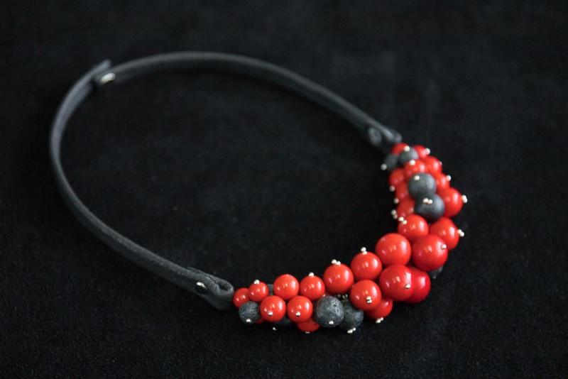 Колье Два цвета  Красный Шунгит, лава, прессованны Морозова Анастасия - фото 1