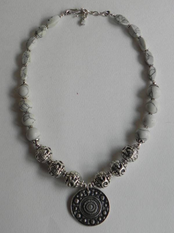 Ожерелье с ховлита Белый Бусины ховлиту, фурнитура Миронович Роксолана - фото 4