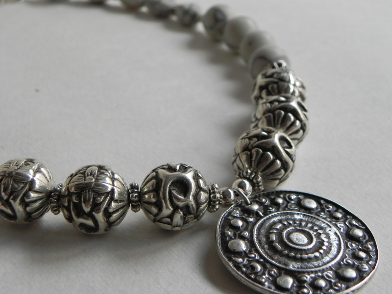 Ожерелье с ховлита Белый Бусины ховлиту, фурнитура Миронович Роксолана - фото 3