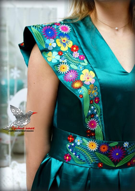 """Платье """"Изумруды"""" Зеленый атлас, вышивка - шелк Студия вышивки """"Срібний птах"""" - фото 5"""