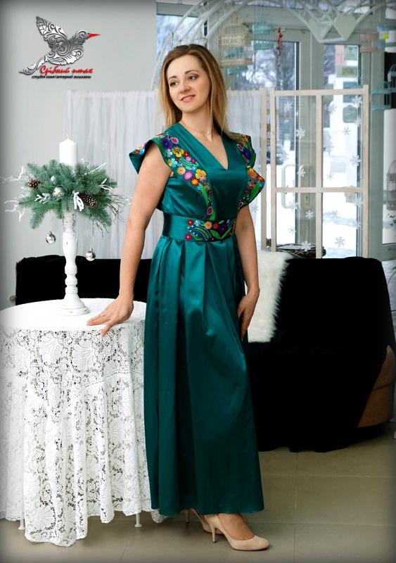 """Платье """"Изумруды"""" Зеленый атлас, вышивка - шелк Студия вышивки """"Срібний птах"""" - фото 2"""