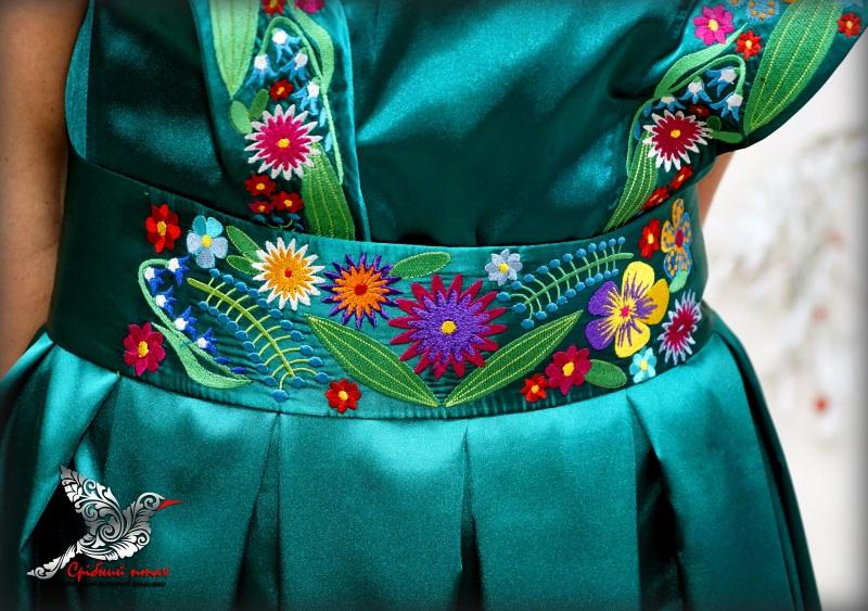 """Платье """"Изумруды"""" Зеленый атлас, вышивка - шелк Студия вышивки """"Срібний птах"""" - фото 6"""