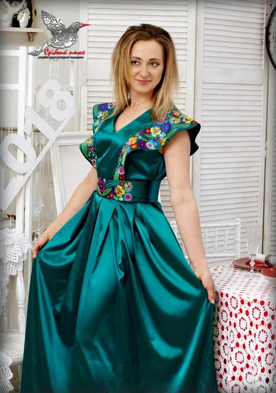 """Платье """"Изумруды"""" Зеленый атлас, вышивка - шелк Студия вышивки """"Срібний птах"""" - фото 1"""