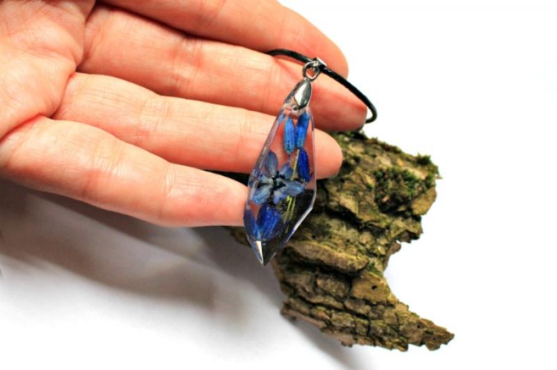 Кулон с пролесками на шнурке Синий Ювелирная смола, настоящи Новицкая Ольга - фото 3