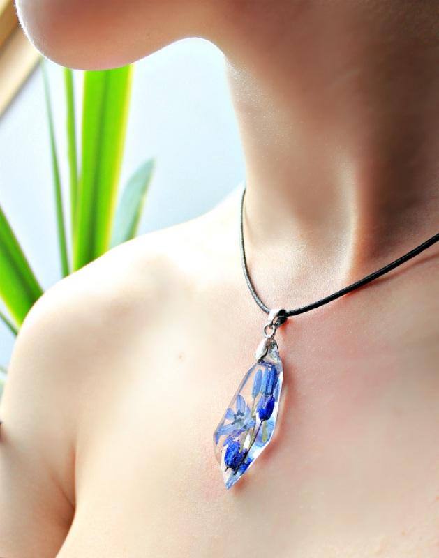 Кулон с пролесками на шнурке Синий Ювелирная смола, настоящи Новицкая Ольга - фото 1