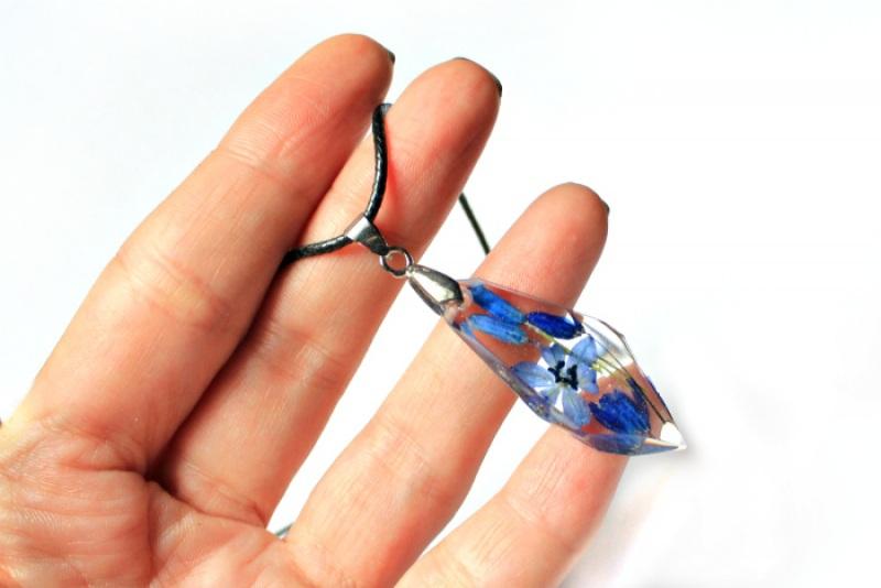 Кулон с пролесками на шнурке Синий Ювелирная смола, настоящи Новицкая Ольга - фото 4