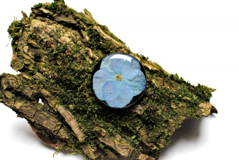Брошь с гортензией в ювелирной смоле Голубой Настоящие цветы, ювелирна Новицкая Ольга - фото 1