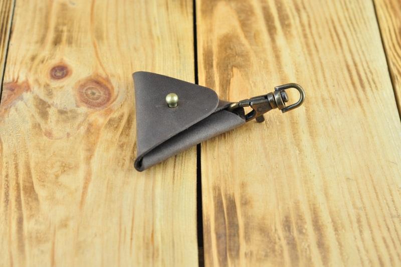 Кожаный брелок на ключ темно коричневого цвета  кожа, Натуральная кожа, и Онищенко Виталина - фото 5