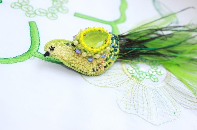 """Брошь """"Птичка лимонка"""" Зеленый мулине DMC, кристаллы и ж Швайковская Оксана - фото 6"""