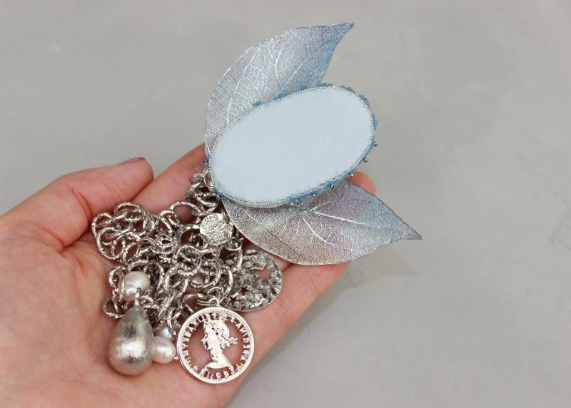 Колье чокер металлическое цепи жемчуг с вышивкой Белый Металлическая цепь монеты Швайковская Оксана - фото 5