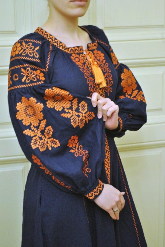 Стильное женское бохо платье на синем льне с оранжевыми цветами Синий натуральный лен Салдан Галина - фото 5