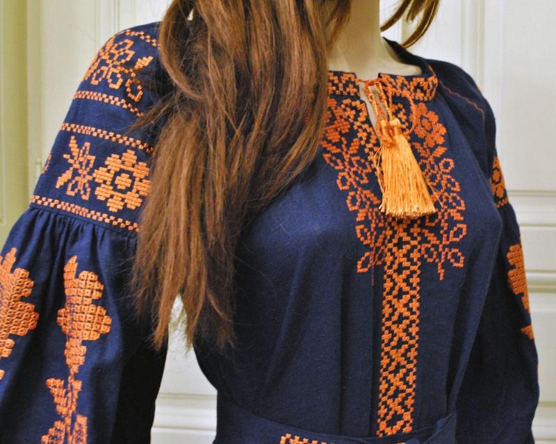 Стильное женское бохо платье на синем льне с оранжевыми цветами Синий натуральный лен Салдан Галина - фото 10