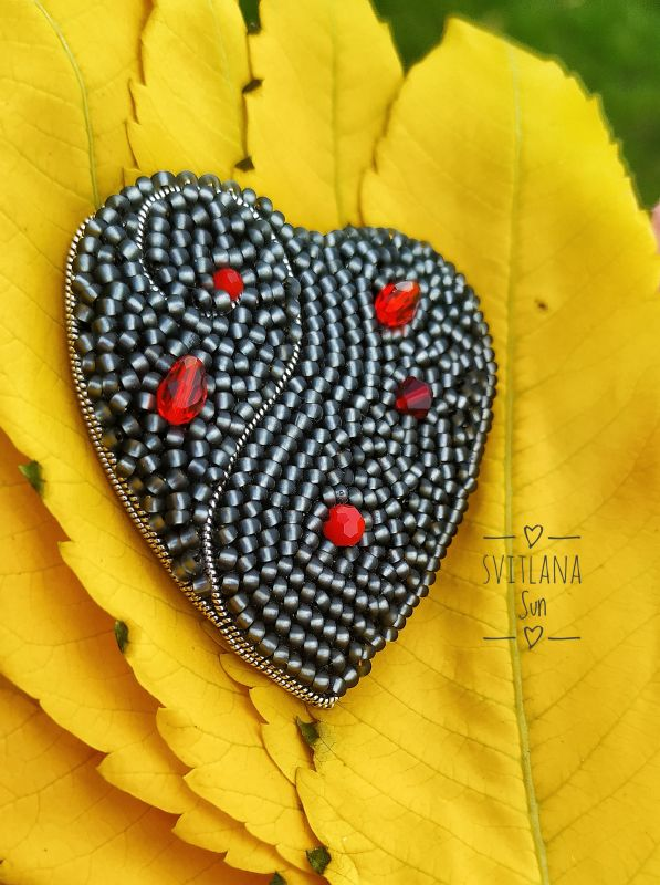 Сердце дракона брошь Черный Бисер, кристал, кожа, фур Сун Светлана - фото 2