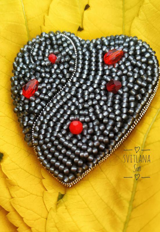 Сердце дракона брошь Черный Бисер, кристал, кожа, фур Сун Светлана - фото 1
