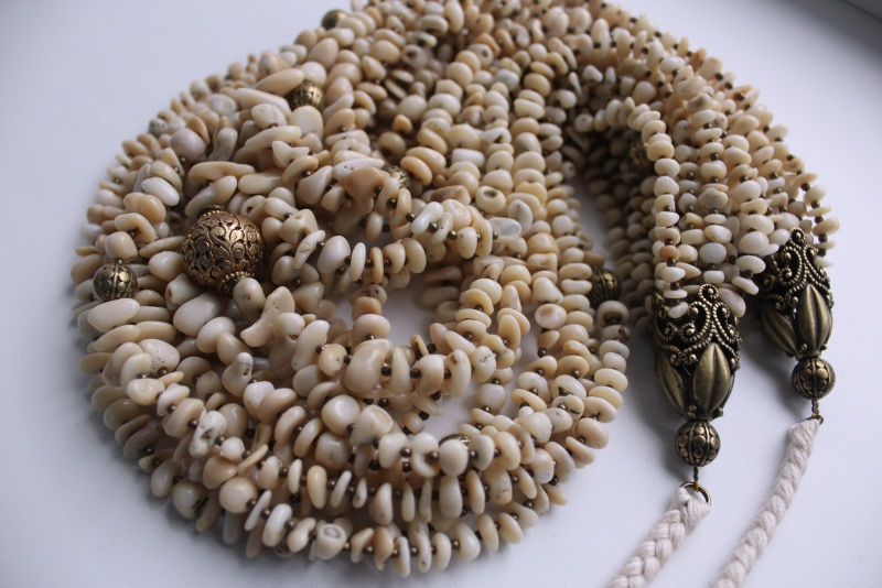 Оплодотворенная нежностью Белый Коралл, винтажная резная Сёма Роксолана - фото 2